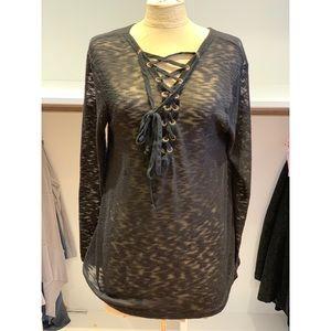 Criss cross black light-sweater